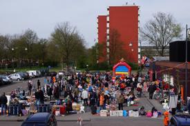 Vrijmarkt op koninginnendag van Wijkcentrum De Dreef 2013