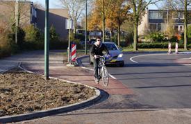 Nieuwe aansluiting fietspad op Bosrand, veiliger of niet?