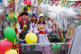 Foto's van de jeugdcarnavalsoptocht van Wijkcentrum De Dreef 2013