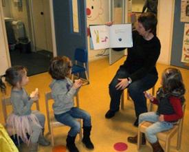 Speelzaalleidsters ondersteunen kleuters van de basisschool in taalontwikkeling